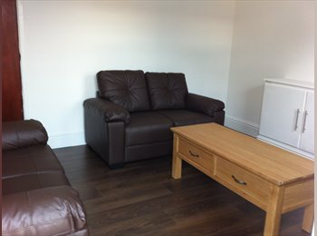 EasyRoommate UK - Newly refurbished house walking distance from Uni - Stoke-on-Trent, Stoke-on-Trent - £240 pcm