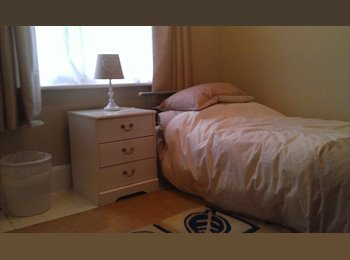 EasyRoommate UK - Large single room - Iford, Bournemouth - £390 pcm