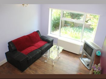 Double rooms in Lenton from £45 per week