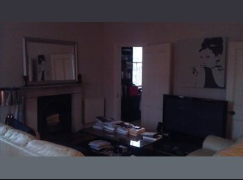 EasyRoommate UK - Split Level 2 bed flat in NOTTING HILL w terrace - Notting Hill, London - £1,300 pcm