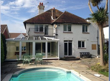 EasyRoommate UK - A very Beautiful Character House, with awesome lovely mature gardens - Bognor Regis, Bognor Regis - £425 pcm
