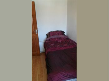 Single or double room to rent with a family