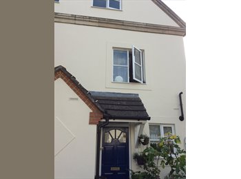 EasyRoommate UK - Double room in Hampton, TW12 3NZ - Hampton, London - £600 pcm