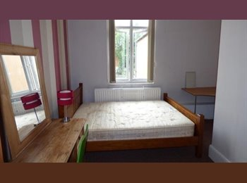 EasyRoommate UK - LARGE VICTORIAN DETACHED HOUSE ROOMS AVAILABLE - Derby, Derby - £375 pcm