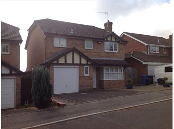 EasyRoommate UK - Fantastic house share opportunity in Canford Heath - Canford Heath, Poole - £550 pcm