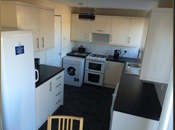 EasyRoommate UK - Newly renovated house in Pontefract - Pontefract, Wakefield - £325 pcm
