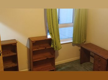 EasyRoommate UK - Friendly household room to rent - Fratton, Portsmouth - £325 pcm