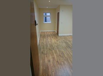 EasyRoommate UK - BRAND NEW LARGE ROOMS WITH EN-SUITES - Stourbridge Centre, Dudley - £400 pcm