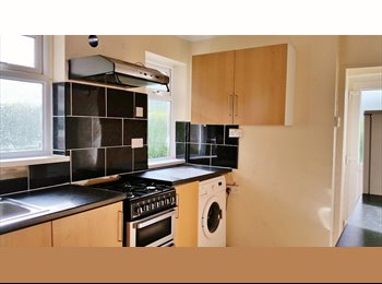 Cowley large double room available May