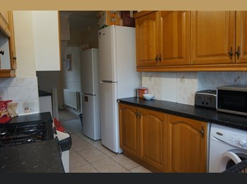 EasyRoommate UK - 6 BEDROOM HOUSE IN CANLEY - Canley, Coventry - £2,200 pcm