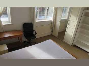 EasyRoommate UK - Clean, comfortable room in a convenient area, Fallowfield - £370 pcm