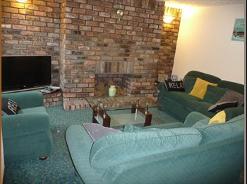 EasyRoommate UK - STOCKPORT PROFESSIONAL HOUSESHARE - Stockport, Stockport - £400 pcm