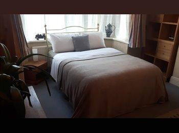 EasyRoommate UK - Excellent Triple Room Available. - Wylde Green, Birmingham - £400 pcm