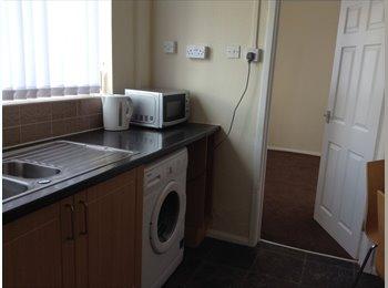 EasyRoommate UK - Single room available, Wythenshawe - Wythenshawe, Manchester - £235 pcm