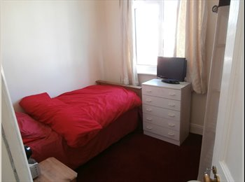 EasyRoommate UK - Large comfortable single room in friendly house, Exeter - £360 pcm