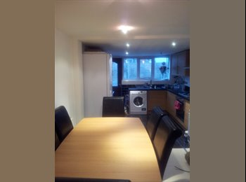 EasyRoommate UK - LARGE DOUBLE ROOM, Catford - £520 pcm