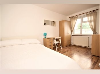 EasyRoommate UK - ***Lovely Room to Let in Spacious Town House***, Basildon - £515 pcm