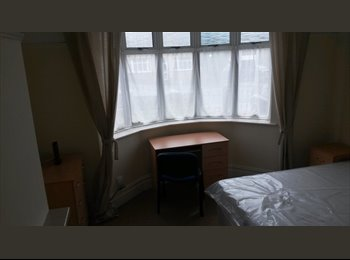 EasyRoommate UK - DOUBLE ROOM BEDMISTER - Easton, Bristol - £425 pcm