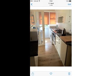 Superb double and single room in refurbished house