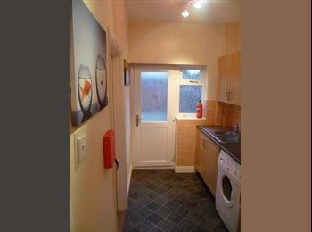 EasyRoommate UK - Nice rooms in the port, Ellesmere Port - £300 pcm