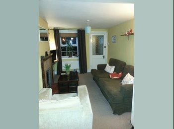 EasyRoommate UK - Furnished Double room in clean/tidy 2 bed cottage, Reading - £450 pcm