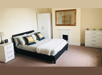 Great Double rooms available in This houseshare!