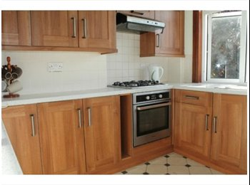AMAZING DOUBLE ROOM TO RENT IN HOUSE WITH GARDEN