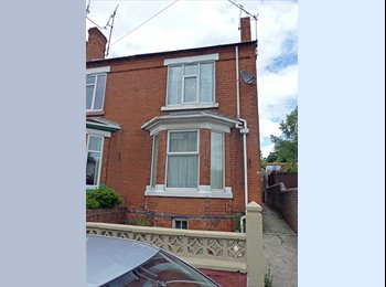EasyRoommate UK - Double room available in shared house,  Chesterfield town centre - Chesterfield, Chesterfield - £303 pcm