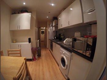 Double room in N13