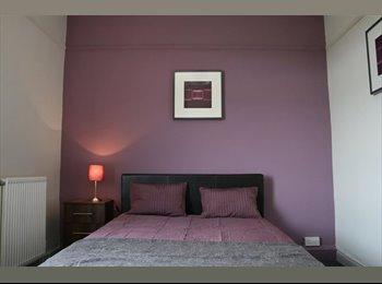 EasyRoommate UK - Lge double room, St Helens professional houseshare - St Helens, St. Helens - £375 pcm
