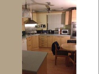 EasyRoommate UK - Hi friendy house needing more around, Taverham - £400 pcm