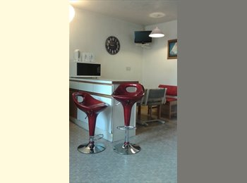 Double room in shared central flat, all facilities,...