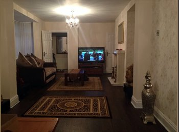 EasyRoommate UK - Massive double bed with an en-suite - Longsight, Manchester - £450 pcm