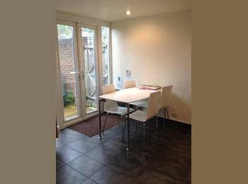 :: Two Double Room in a lovely, clean house-share ::