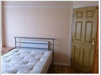EasyRoommate UK - Beautiful rooms close to Slough train station and - Slough, Slough - £450 pcm