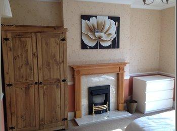 EasyRoommate UK - Spacious Double Bedroom In Spacious House - Attleborough, Nuneaton - £400 pcm