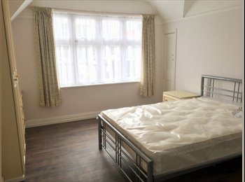 EasyRoommate UK - Large Room  just  7 minutes from Northern line (Burnt Oak)  - Burnt Oak, London - £564 pcm