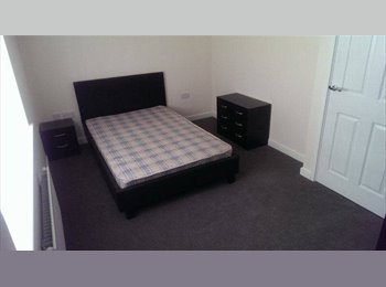 EasyRoommate UK - Double Room to Rent in Coventry (£100Pw) - Bell Green, Coventry - £430 pcm