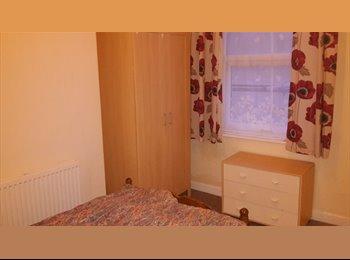 EasyRoommate UK - 3 Rooms Very Close to Wrexham Town Centre - Wrexham, Wrexham - £340 pcm