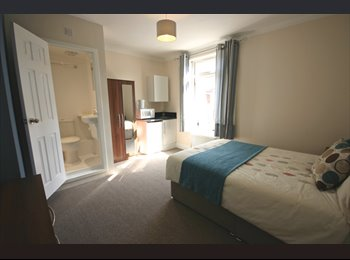 EasyRoommate UK - LARGE FURNISHED DOUBLE ROOMS - ALL BILLS INCLUDED - Gosport, Fareham and Gosport - £450 pcm