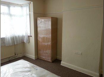 Fantastic 4 Bedroom House -2 mins walk to Station!