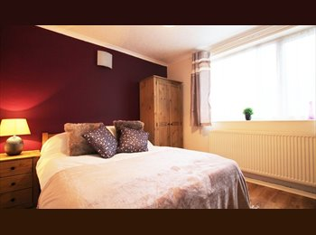 EasyRoommate UK - HIGH STANDARD ROOMS in a quiet location! - Horninglow, Burton-on-Trent - £325 pcm