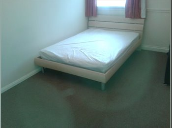 EasyRoommate UK - Double Room Available! Bills included!, Stevenage - £375 pcm