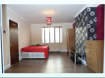 STUNNING DOUBLE ROOMS - NEAR WEST HAM STATION