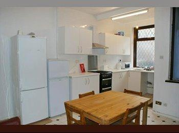 EasyRoommate UK - *Instant Rooms to Rent in Bradford* - Barkerend, Bradford - £65 pcm