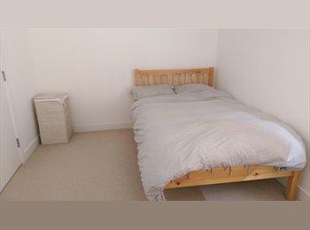Modern build, 2 bedroom flat share, near train station