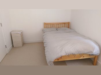New build, 2 bedroom flat share, near train station