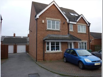 EasyRoommate UK - LARGE PROFESSIONAL HOUSESHARE, GOMERSAL BD19 - Morley, Leeds - £345 pcm