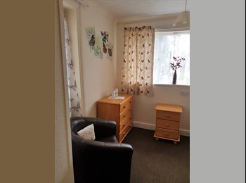 EasyRoommate UK - GREAT Location Walking distance to queens hospital - Horninglow, Burton-on-Trent - £342 pcm