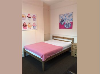 EasyRoommate UK - Close To the Town Centre - Refurbished Rooms - Burton upon Trent, Burton-on-Trent - £325 pcm
